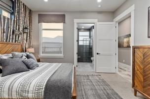 043-Bedroom